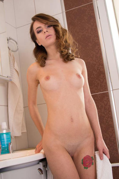 Model Amy in I Want To Wash