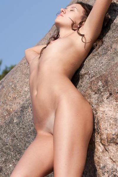 Model Lucy G in On The Rock