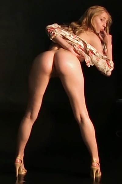 Model Rebecca G in Dousing