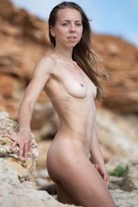 Model Elika in Rocky coast