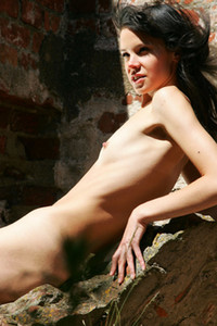 Model Anais in On the ruins