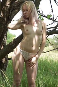 Model Maria Rubio in Naked in the woods