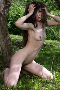 Model Nata in Slimmer Than A Tree