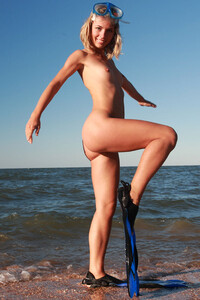 Model Nicole V in Diver without panties